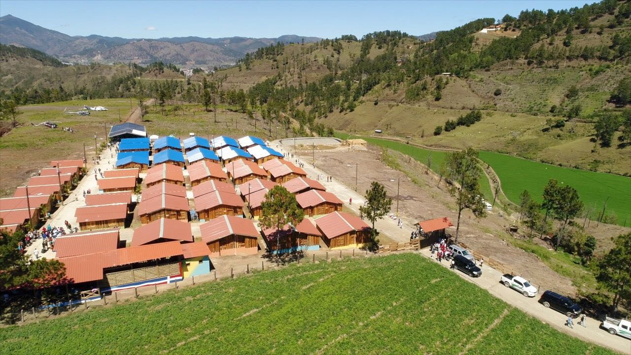 Ministerio Medio Ambiente traslada familias de Valle Nuevo a moderno complejo habitacional