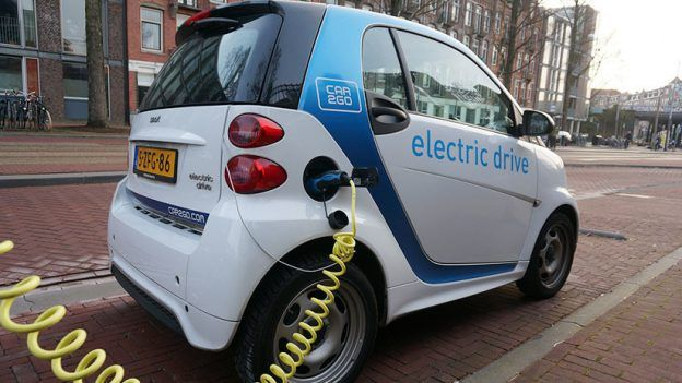 «Si todos los coches fueran eléctricos, moriríamos mañana mismo por las lluvias ácidas»