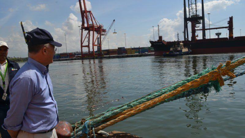 Medio Ambiente sancionará empresa provocó muerte de peces en Río Haina