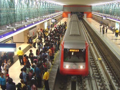 Chilenos impiden entrada de Haitianos al Metro por mal olor