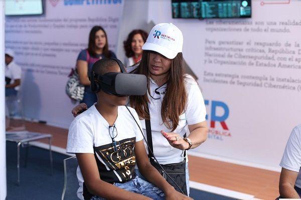 República Digital hace clic con el público de la Feria Internacional del Libro (FILSD2018)