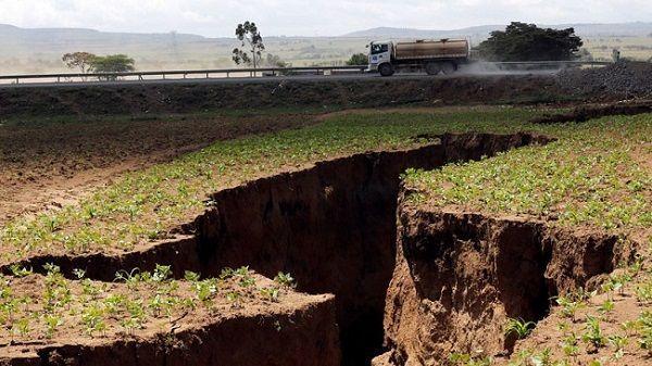 La enorme grieta que se abrio en Kenia alerta a los científicos y hace suponer que África podría dividirse en 2 continentes