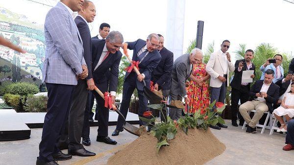 Danilo asiste a primer palazo Alta Vista Mountain Village; grupo invertirá RD$2,200 millones en proyecto turístico