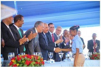 Presidente Medina entrega escuela y estancia infantil en Neiba