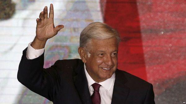 López Obrador renuncia a la seguridad, a la residencia oficial y al avión