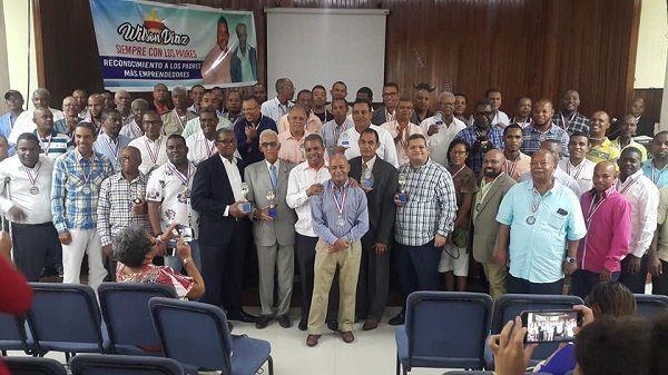 Wilson Dìaz  homenajea  a los padres emprendedores de San Cristobal