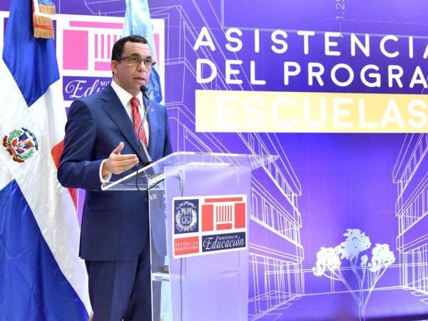 Andrés Navarro pone en funcionamiento mesa de ayuda para apoyar escuelas del país
