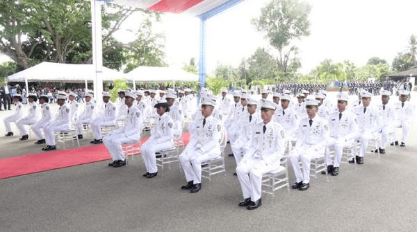 Policía Nacional gradúa a 51 nuevos oficiales que servirán a la patria y la seguridad ciudadana
