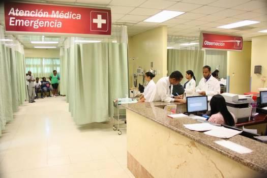Director del Servicio Nacional de Salud entrega equipos en el Darío Contreras.
