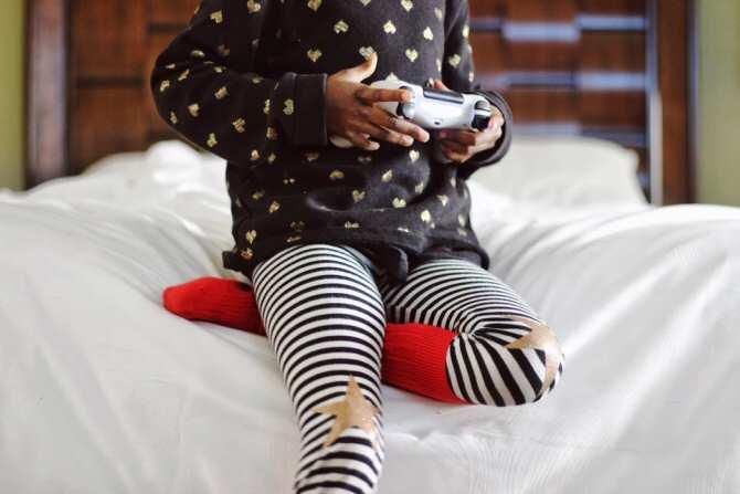 La OMS recomienda que los niños no usen pantallas hasta los dos años