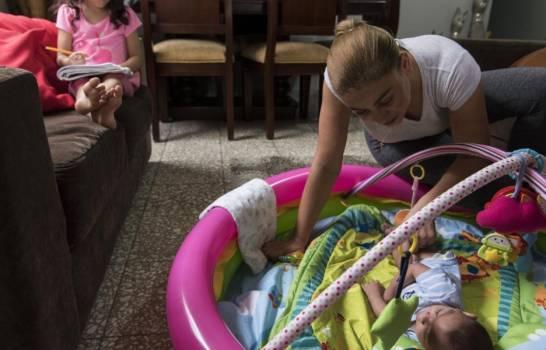Tasa de fecundidad por mujer en República Dominicana bajó de 6.4 hijos a 2.3