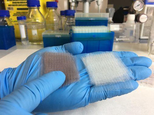 La luz y la nanotecnología previenen las infecciones bacterianas en implantes médicos