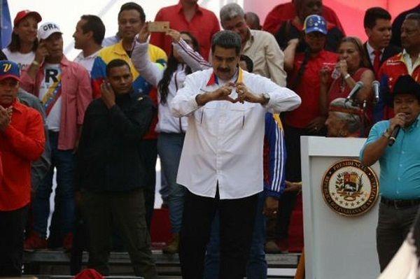 Maduro recicla opción del diálogo tras un año de su controvertida reelección