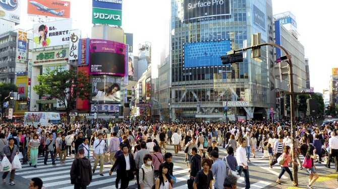 La población mundial sigue en aumento, aunque sea cada vez más vieja