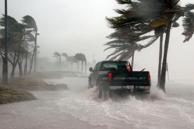 Huracanes y tormentas inducen a la gente a demandar más dinero