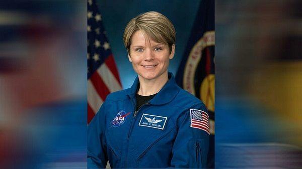 Astronauta de Houston acusada de piratear la cuenta bancaria del ex cónyuge desde el espacio
