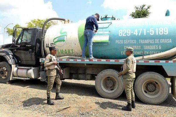 Someterán empresa tiró desechos sépticos en un río de Santiago