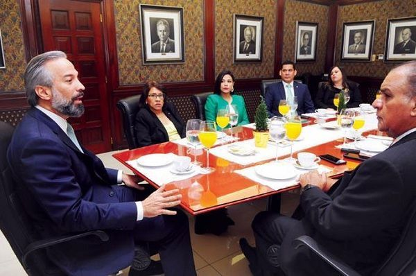 Empresas pagan sus nóminas por Caribe Express
