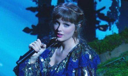 Taylor Swift establece récord al recibir el premio al álbum del año en los Grammy por «Folklore»