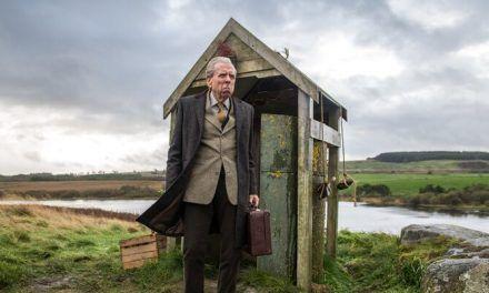 Descubre la mágica banda sonora de 'El inglés que cogió una maleta y se fue al fin del mundo' en esta featurette