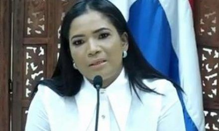 """Periodista denuncia que no pudo presentar querella de asalto de su hija porque digitadores de la Policía """"salieron temprano por el toque"""""""