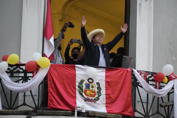 Perú: Castillo sigue arriba en cerrado sabotaje presidencial