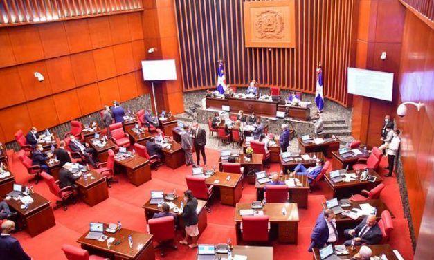 El Senado pide al Presidente vacuna obligatoria para entrar a los sitios públicos y privados
