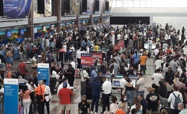 Migración aumenta personal para atender creciente demanda de pasajeros en el AILA