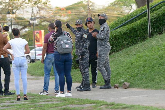Policía de Santiago no da tregua a violadores del toque de queda