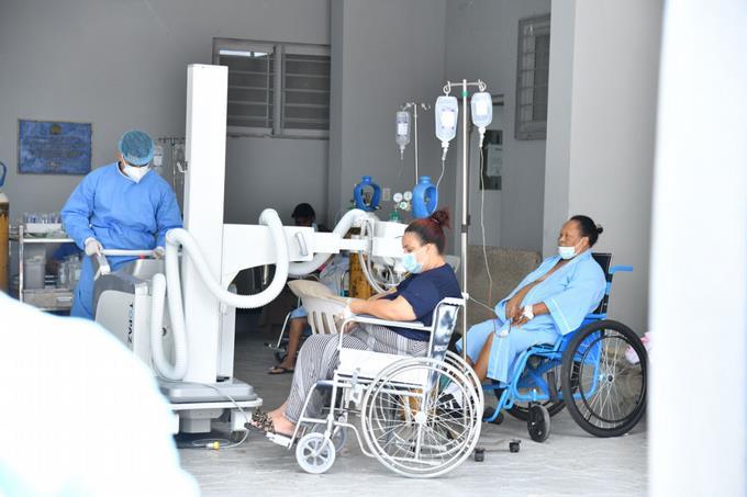 Suben hospitalizaciones y contagios en el marco de nuevas restricciones