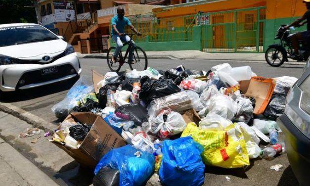 Basura y camiones recolectores: La cruzada de Manuel Jiménez en SDE