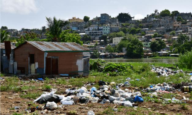 ¿Con qué cuentan las alcaldías de Santo Domingo para recoger 126 toneladas de basura cada mes?