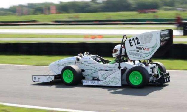 Éxito del coche eléctrico de carreras ecoRD
