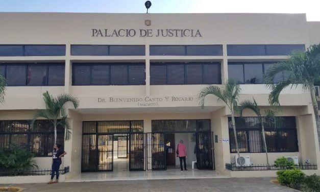 Tribunal impone tres meses de coerción a mujer acusada de ultimar joven en Hato Mayor