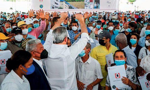 Abinader promete múltiples obras a pueblos del Cibao