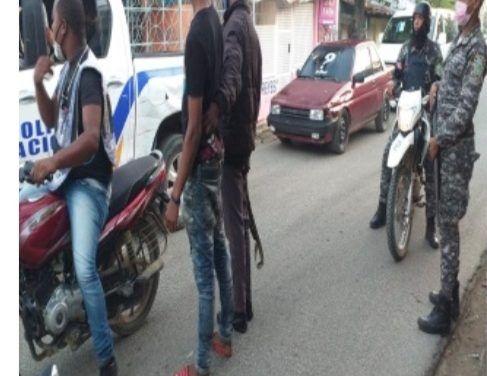 Policía y Ministerio Público realizan operativos y allanamientos en Los Alcarrizos, Pantoja y Pedro Brand