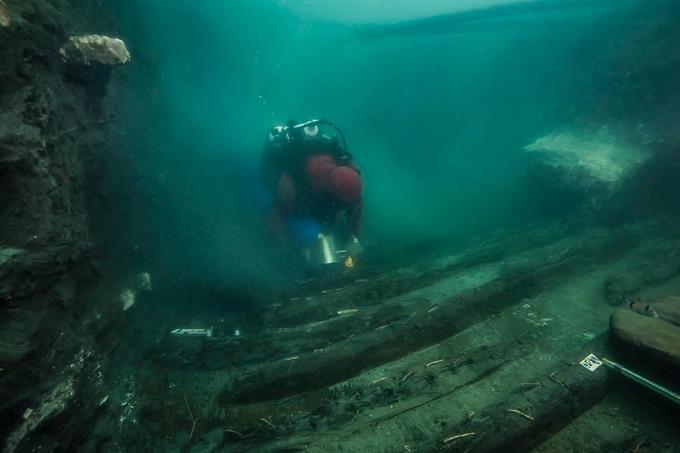 Descubren buque de guerra de 2,500 años en ciudad sumergida