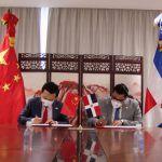 Embajada China dona US$20,000 a San Cristóbal para promoción ajedrez