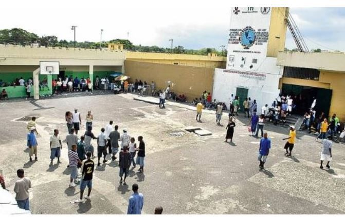 Pleito en cárcel de Najayo hombre deja dos apuñalados
