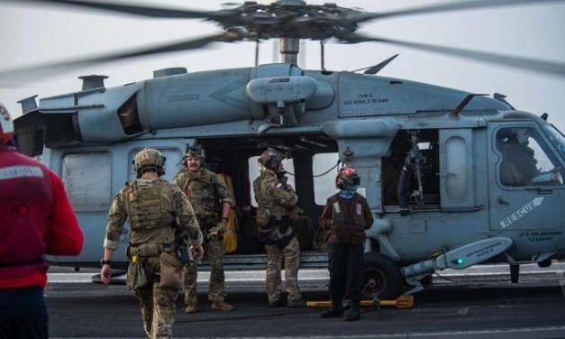Marina de Estados Unidos dice que un ataque con drones golpeó un petrolero frente a Omán y mató a 2