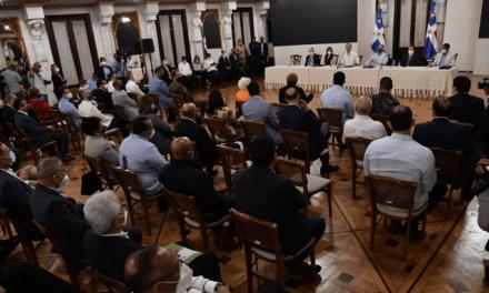 Abinader instruye ministros asistir a la población; 24 provincias en alerta