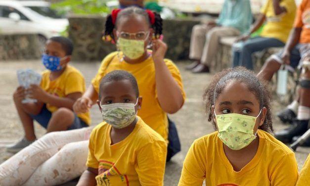 FundoVida distribuye mascarillas entre niños y niñas de Maquiteria, SDE