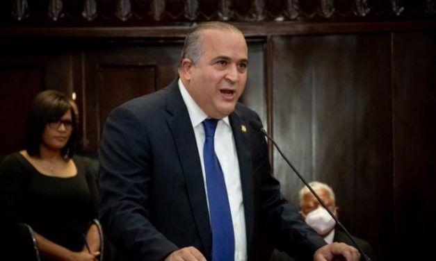 Senadores del PRM y PLD se enfrentan en el Congreso por manejo de fondos públicos