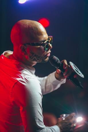 Artistas dominicanos han vuelto a bailar la danza de los millones por contratos