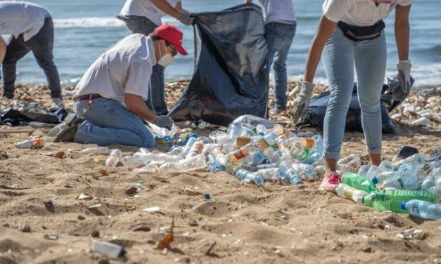 Asociación de la industria de plástico busca prevenir que los desechos lleguen a las playas