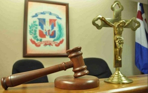 En Villa Altagracia condenan a 20 años a mujer que mató marido