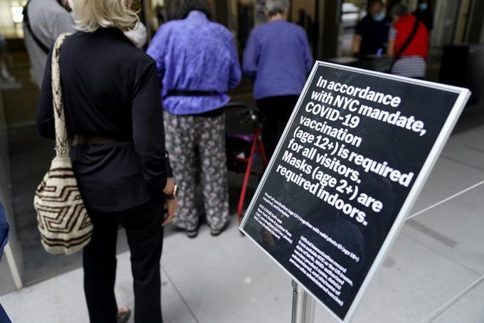 EEUU: Anuncian más medidas pese a disminución de COVID