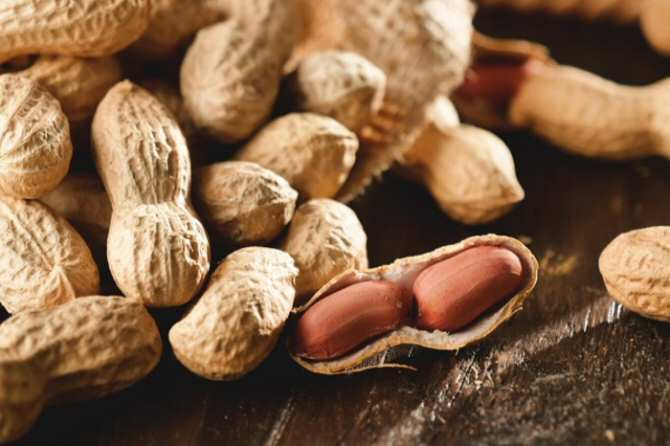 Efectos del consumo de cacahuetes en personas jóvenes y sanas