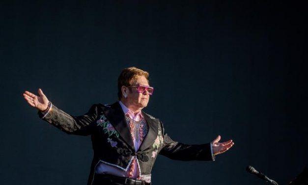 Elton John quiere seguir en el mundo de la música, pero rodeado de jóvenes